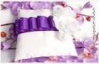 Luxusní polštářek s bílými růžemi