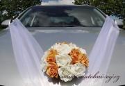 Kytice na auto s pěnovými růžemi