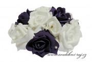 Květiny z pěnových růží na automobil