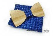 Zobrazit detail - Dřevěný motýlek s kapesníčkem