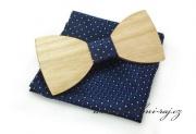 Zobrazit detail - Dřevěný motýlek s kapesníčkem modrý