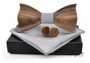 Zobrazit detail - Motýlek dřevěný s kapesníčkem a knoflíčky